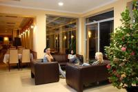 Aqua-Spa Wellness Hotel Cserkeszolo - Elegantes Lobby und Drink Bar