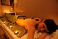 Wellnesshotel in Eger - Hot Stone Massage mit Lavasteinen im Wellnesshotel Ködmön in Eger